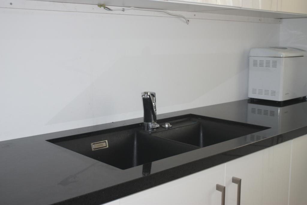 Benkeplate 40mm granitt med under/oppmontert vask levert Hønefoss