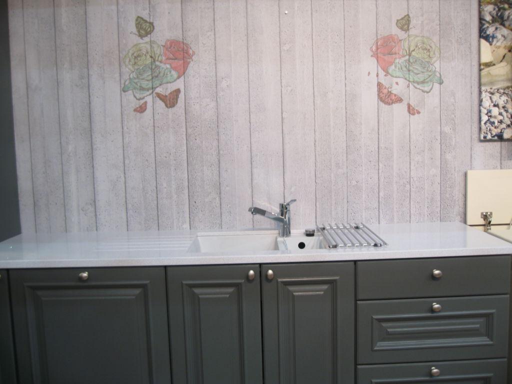 kjøkken med kverts benkeplate