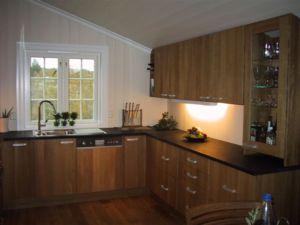 kjøkken lagd i hel tre