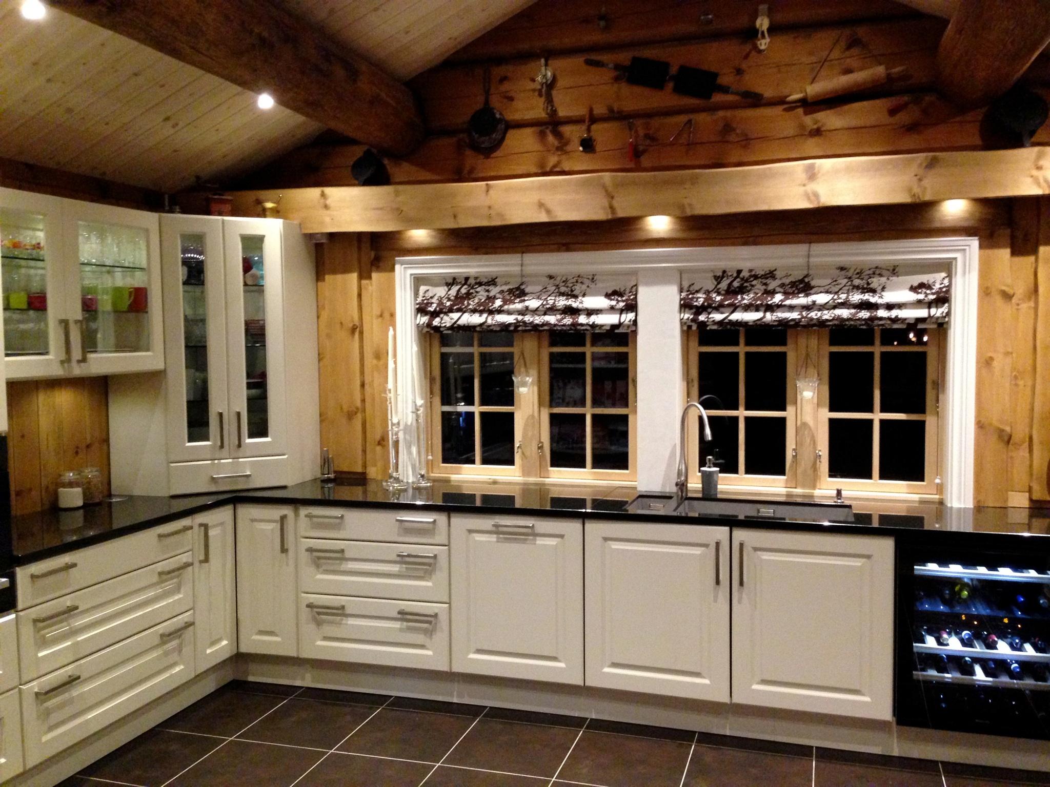 kbidesign.no - bilde av kjøkken med hvite fronter.